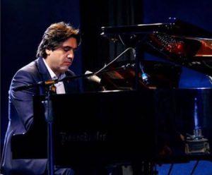 دانلود آهنگ جدید مانی رهنما به نام یه پیانو یه گل سرخ